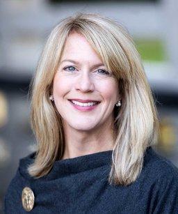 Liz Mangham Headshot